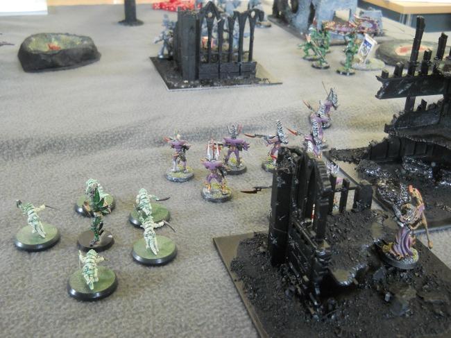 Les guerriers kabalites foncent vers un objectif.